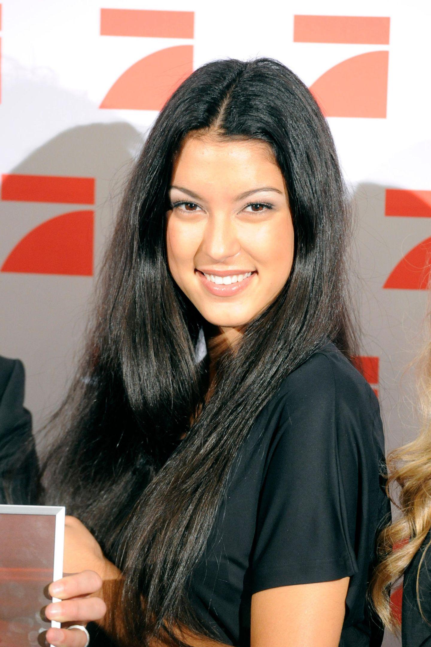 Leichte Pausbäckchen, sehr schmale Augenbrauen und ein heller Lidschatten - so startet Rebecca Mir ihre Karriere in der sechsten Staffel von GNTM.