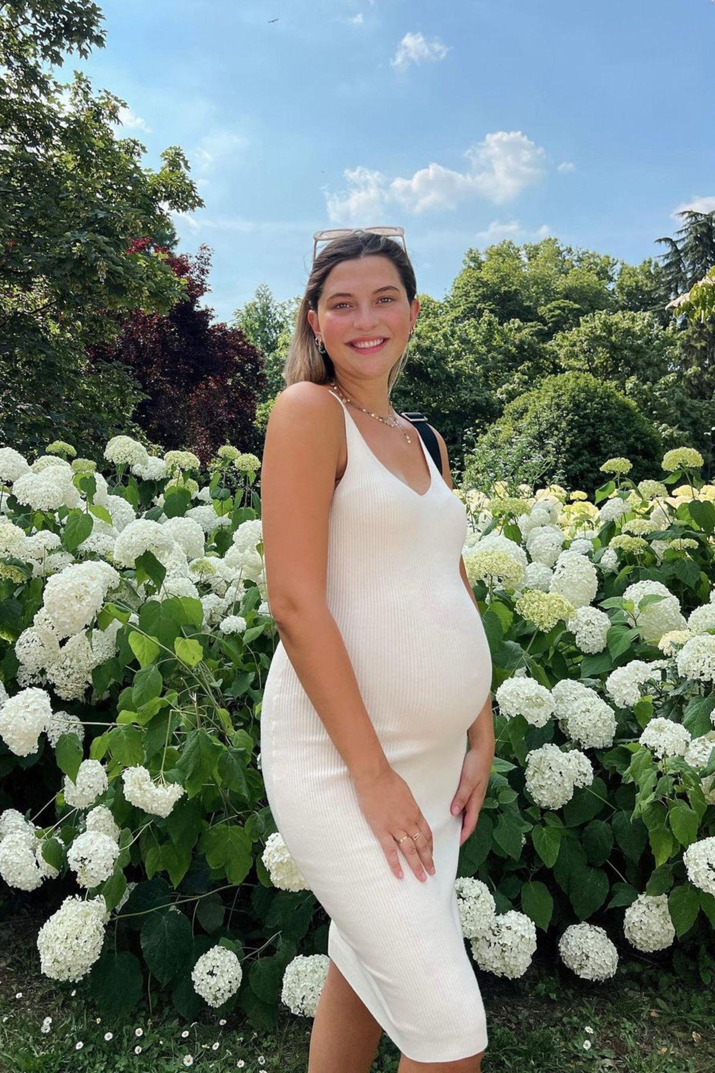 Klar, innerhalb von einem Jahr hat sich Fata Hasanovic nicht allzu sehr verändert. Nur ihre Haarfarbe ist nun anders. Ihre Spitzen schimmern nun etwas heller.