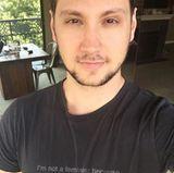 OITNB-Star Matt McGorry ist ebenfalls engagierter Feminist und hat dieses sehr ironische Motto-Shirt für den Internationalen Frauentag 2016 designt und den Verkaufserlös gespendet.