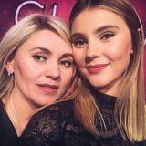 Die sehen sich aber ähnlich - und könnten Schwestern sein! Aber nein, Stefanie Giesinger postet zum Weltfrauentag ein niedliches Selfie mit ihrer wirklich junggebliebenen Mutter. Die guten Gene sind unverkennbar.