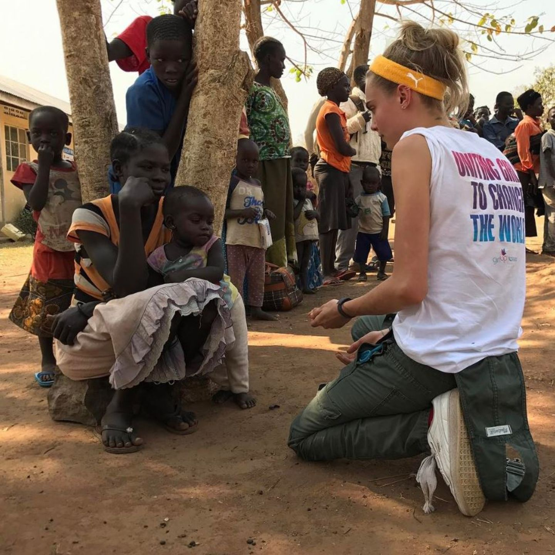 8. März 2017  Supermodel Cara Delevingne engagiert sich in Afrika.