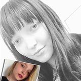 Mit ihren Augenbrauen experimentiert Ajsa Selimovic nach der Castingshow nicht mehr herum. Dafür aber mit ihren Haaren. Allein in 2017 ändert sie mehrfach die Farbe. Blond, grün, rötlich, dann wieder brünett - Ajsa entpuppt sich als wahres Styling-Chamäleon.