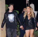 Gerade vor ihrem jungen Lover Brian Tanaka möchte Mariah Carey stylemäßig auftrumpfen. Der Partnerlook in superknappem Leder erinnert bei der Pop-Diva aber auch hier mal wieder eher an eine Presswurst.