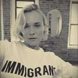 9. März 2017  Die politische Lage in den USA ist angespannt. Vor allem Immigranten sind sich momentan unsicher, was ihre Zukunft betrifft. Wandervogel Diane Kruger möchte unterstützen, indem sie Flagge zeigt.