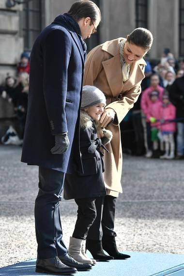 12. März 2017  Ihre Liebsten hat Victoria dabei natürlich um sich versammelt.Warm eingepackt sind Prinz Daniel und Estelle bei den alljährlichen Feierlichkeiten an ihrer Seite und sind bester Laune.