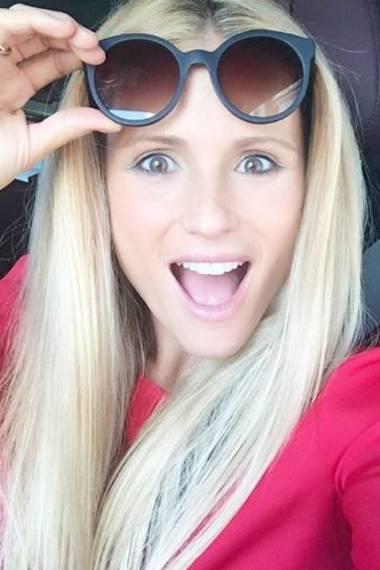 Nahezu ungeschminkt ist Michelle Hunziker ebenfalls eine Augenweide. Ihr Porzellanteint und die leuchtenden Augen verleihen ihr einen Glow wie aus dem Märchenbuch. Highlighter und Bronzer benötigt sie nicht.