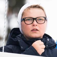 Dieser Prinz hat den vollen Durchblick: Sverre-Magnus, der jüngste Sohn von Kronprinz Haakon und Mette-Marit von Norwegen, trägt ein modernes Gestellt mit dunklem Rahmen. Eine gute Wahl!