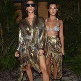 Bei der Pariser Fashionweek Ende 2016 machen auch die Kardashian-Schwestern in sexy Glitzer-Looks auf Girl-Band.