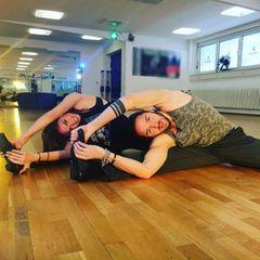 Über Yoga zum Quickstep: Gil Ofarimund Ekaterina Leonova beweisen krasse Gelenkigkeit.