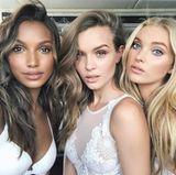 Ein Selfie muss zwischendurch natürlich auch sein! Jasmine Tookes, Josephine Skriver und Elsa Hosk blicken dafür verführerisch in die Kamera.