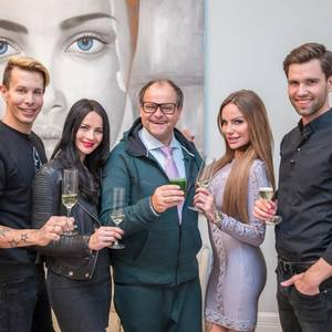 "Florian Wess, Nicole Mieth, Markus Majowski, Gina-Lisa Lohfink und Alexander ""Honey"" Keen bei ""Das perfekte Promi Dinner"""