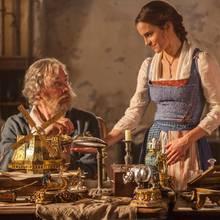 Belle (Emma Watson) und ihr Vater (Kevin Kline)