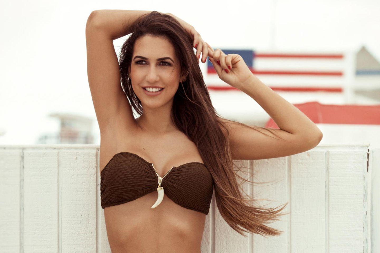 Clea-Lacy kann sich im Bikini echt sehen lassen.