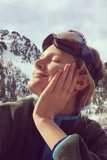ModelConstance Jablonski genießt in den Winterferien die Sonnenstrahlen in vollen Zügen.