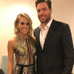 """Über zwei große Hauptgewinne kann sich Carrie Underwood bis heute freuen: ihren Sieg bei """"American Idol"""" in 2005 und ihren Ehemann, den Eishockey-Star Mike Fisher.  Fragt sich nur, auf welches Datum sie stolzer ist: die Hochzeit in 2010 oder der Tag, an dem sie erfuhr, dass ihre Debütplatte das meist verkaufte Album des Jahres 2006 war?!"""