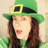 Michelle Monaghan präsentiert sich als überraschter Leprechaun.