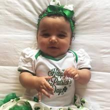 Zum Knuddeln, dieser süße Kobold! Es ist der erste St. Patrick Day, den Rob Kardashians und Blac Chynas süßes Baby Dream feiert. Dafür muss sie natürlich passend in Grün und Weiß gekleidet sein.
