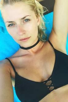 Lena Gerckes Urlaub auf der thailändischen Insel Koh Samui hat schon seienen ersten Tribut gefordert, sie hat sich nämlich ihre schöne Nase verbrannt. Aber nur ein bisschen, ihrer Schönheit tut das keinen Abbruch.