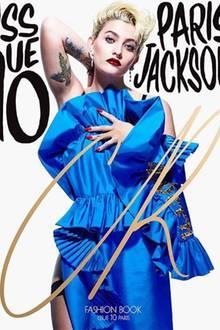"""In der Front Row hat Paris Jackson bei Fashionshows schon öfter gesessen. Bald dürfte sie die Modewochen jedoch aus einer ganz anderen Perspektive betrachten können. Nämlich vom Catwalk aus. Die Tochter des """"King of Pop"""" hat kürzlich nämlich einen Modelvertrag bei IMG unterschrieben und ziert nun schon mehrere Cover von bekannten Magazinen. Da kommt sicherlich noch einiges!"""