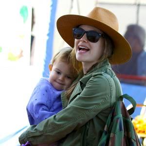 20. März 2017  Rachel Bilson hat Spaß mit ihrer Tochter: Es wurde auf einem Pony geritten, es gab Eis und leckeren Fruchtsaft.