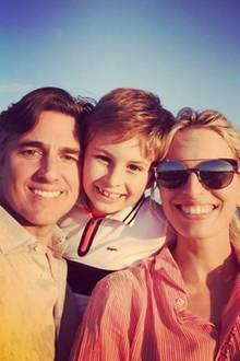 """20. März 2017  Karolína Kurková teilt ein süßes Foto ihrer Builderbuchfamilie: """"Liebe diese Jungs!"""" - postet das Model dazu."""