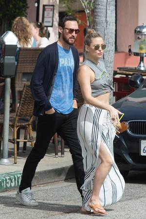 19. März 2017  Neue Liebe? Kate Hudson verlässt in männlicher Begleitung das Cafe Vida in Los Angeles.