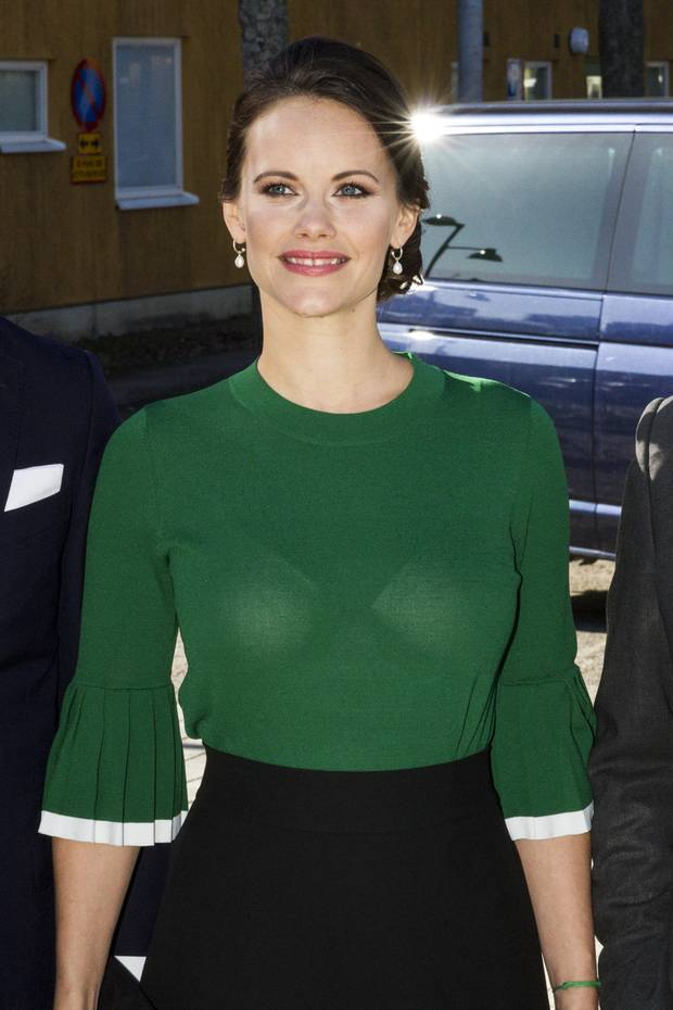 Prinzessin Sofia im Blitzlichtgewitter: Durch die grelle Beleuchtung der Kameras wird Sofias grüner Pullover durchsichtig und ihr BH sichtbar.