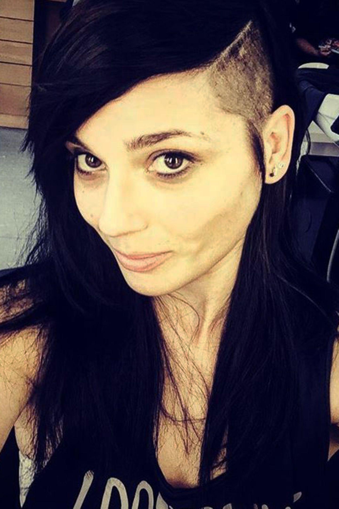 Linda Marlen Runge, GZSZ-Fans eher bekannt als Anni, ist die Wilde unter den Soap-Mädels. Auf Instagram zeigt sie nun ihren neuen Look mit Undercut.