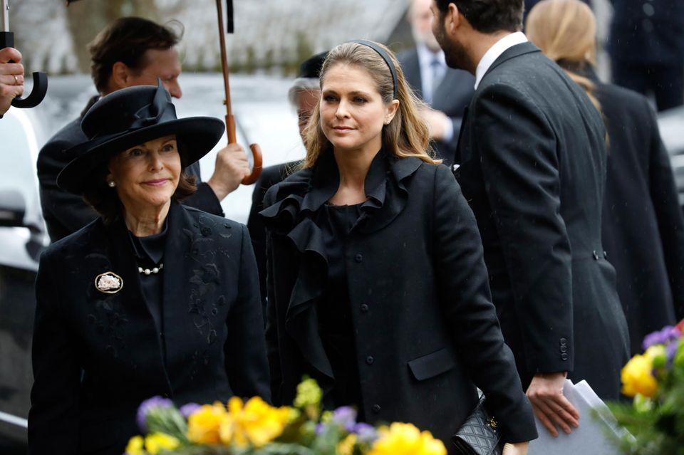 Aus Schweden erweisen Königin Silvia und Prinzessin Madeleine Prinz Richard die letzte Ehre. Die Witwe, Prinzessin Benedikte, ist Madeleines Patentante.