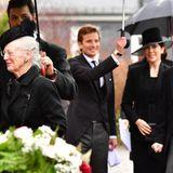 Die dänische Königsfamilie erscheint vollzählig: Neben Königin Margrethe und Prinz Henrik...