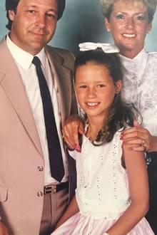 Michelle Hunziker  Die schöne Moderatorin (m.) gedenkt mit diesem Throwback-Foto ihrem verstorbenen Vater (l.).