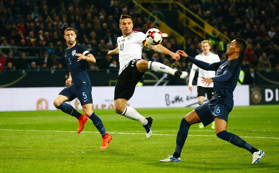 Lukas Podolski in Aktion, während der Partie Deutschland gegen England.