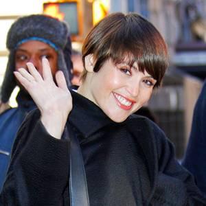 Dieser Look macht nicht nur Gemma Arterton gute Laune. Mit neuem Bubikopf-Schnitt strahlt die Schauspielerin noch mehr als sonst.