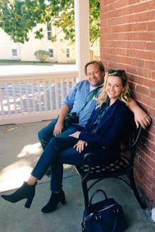 Auch heute noch ein Herz und eine Seele: John und Reese sitzen auf der Veranda und quatschen über die guten alten Zeiten.