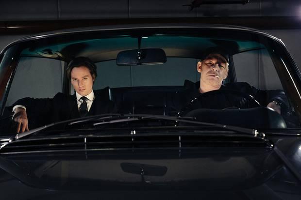 Spionageflair in einem Hamburger Parkhaus: Ben Becker, 53 (r.), und Tom Schilling, 35