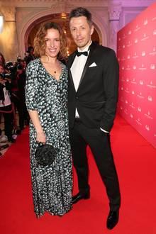 Was für ein strahlend schönes Paar! Michi Beck und Ehefrau Ulrike (in Aigner) zu Gast bei den GALA SPA AWARDS 2017.