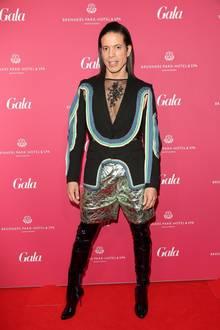 Jorge González - in einem gewohnt ungewöhnlichen Outfit - brachte ordentlich Schwung in die Veranstaltung.