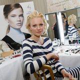 """Model-Schönheit Franziska Knuppe lässt sich kurz vor der Gala in der Beauty-Lounge von """"Und Gretel"""" noch schöner machen."""