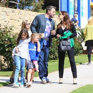 26. März 2017  Die Frühlingsgefühle sind erwacht: Beim Ausflug mit ihren Kids, scheinen sich Ben Affleck und Jennifer Garner wieder näherzukommen.