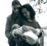 """Ode Mountain DeLorenzo Malone  Ob der Sohn von """"Hunger Games""""-Star Jenna Malone etwas mit einer lyrischen Dichtung über einen Berg zu tun hat? Eher nicht. Mami war einfach nur äußerst kreativ bei der Namenswahl."""