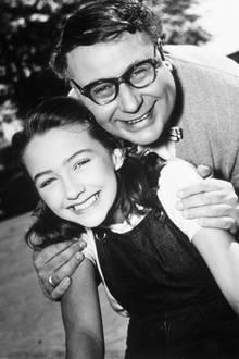 """1957  Christine Kaufmann und Heinz Erhardt in """"Witwer mit 5 Töchtern""""."""