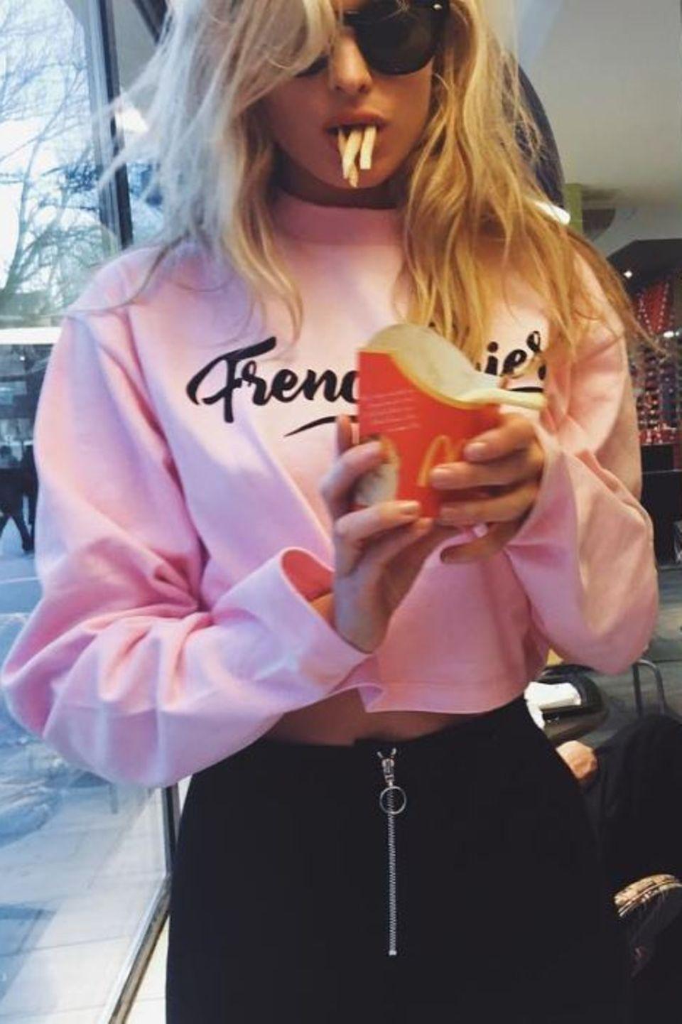 """""""Wenn du Pommes nicht magst, können wir keine Freunde sein"""" - postet Supermodel Elsa Hosk."""
