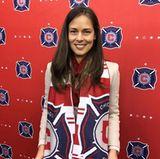 So süß! Ana Ivanovic trug zur offiziellen Vorstellungen ihres Mannes Bastian Schweinsteiger beim Fußball-Verein Chicago Fire einen Schal des Teams. Das Paar freut sich auf eine gemeinsame Zukunft in Chicago.