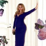 Zur Date-Night mit ihrem Liebsten hat sich Beyoncé so richtig in Schale geworfen und betont ihren Babybauch in einem bodenlangen lilafarbenen Kleid mit tiefem Dekolleté.