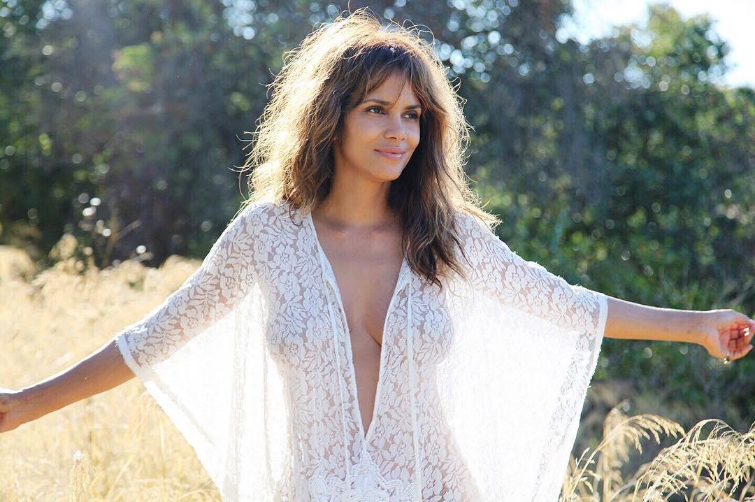 Halle Berry Hot Pics Sexy & GIFs Sexy