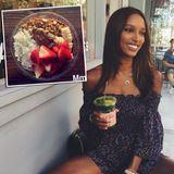 """Von Säften hält """"Victoria's Secret""""-Model Jasmine Tookes nicht viel. Von Matcha-Tee aber umso mehr. Das grüne Heilgetränk ist reich an Vitaminen, regt den Stoffwechsel an und unterstützt den Fettabbau. Eine Portion zusätzlicher Power bekommt Jasmine am Morgen durch eine Acai-Bowl mit frischen Früchten und Kokossplitter."""