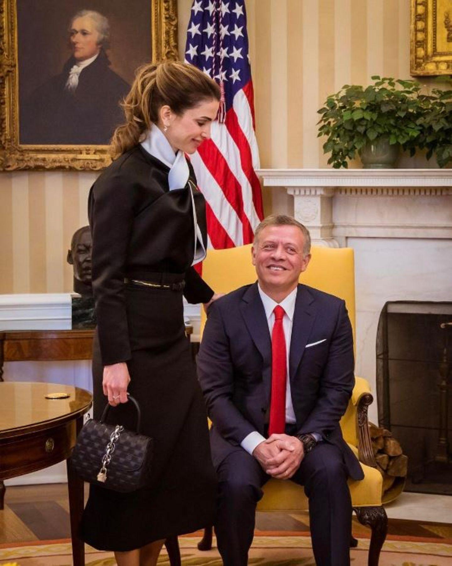 5. April 2017    Ein Schnappschuss aus dem Weißen Haus in Washington: König Abdullah ist sich der Unterstützung seiner Frau Königin Rania sicher. Sie unterstützt ihn bei seinen Auslandsbesuchen.