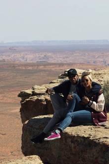 Gemeinsam genießenJay Z und Beyonce diesagenhafte Aussicht und stoßen auf neun Jahre Ehe an...
