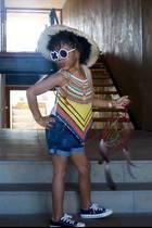 """Beyoncé Knowles' Tochter Blue Ivy hat den richtigen Style-Dreh schon raus. Besonders ihre """"XO""""-Sonnenbrille hat es uns besonders angetan!"""