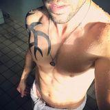 """""""Es darf wieder gerubbelt werden"""", schreibt Schauspiel-Liebling Elyas M'Barek auf Instagram zu diesem sexy Schnappschuss und weist damit auf die Dreharbeiten zum dritten Teil von """"Fack ju Göhte"""" hin. Sein Sixpack ist ohne Frage die schönste Vorschau auf den Film..."""